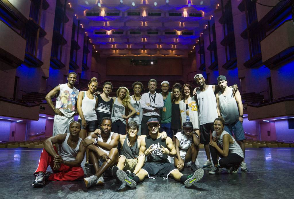 Thriller AusNZ-Malaysia Cast with Tour Manager Phil Watts
